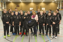Stolz auf ihr neues Outfit: die C-Jugendlichen der Handballfreunde. (Foto: Ulrich Gunka)