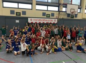 Großaufgebot der Kleinsten: über 80 junge Handballerinnen und Handballer tummelten sich in der Emssporthalle. (Foto: Handballfreunde)