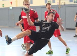 Auch im dritten Anlauf gelang es Max Altenburger und den Handballfreunden nicht, den einen noch nötigen Punkt für die Sicherung des dritten Tabellenplatzes einzufahren. Nun kommt es zum Showdown in eigener Halle am kommenden Samstag. (Foto: Heidrun Riese)