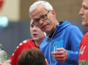 Jetzt hat's auch noch Trainer Martin Halfmann mit einer Verletzung erwischt. (Foto: Heidrun Riese)