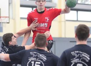 Jan-Malte Minnerup behielt mit den Handballfreunden den Überblick und siegte knapp. (Foto: Heidrun Riese)