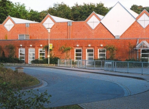 Die Walgenbachhalle ist aufgrund eines Schadens am Hallenboden derzeit für den Vereinssport gesperrt. (Foto: Westfälische Nachrichten)