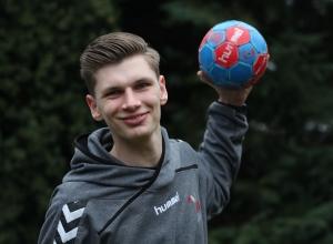Leon Hinz geht nicht nur selbst auf Torejagd, als Jugendtrainer leitet der 16-Jährige auch andere Nachwuchsspieler an. (Foto: Heidrun Riese)
