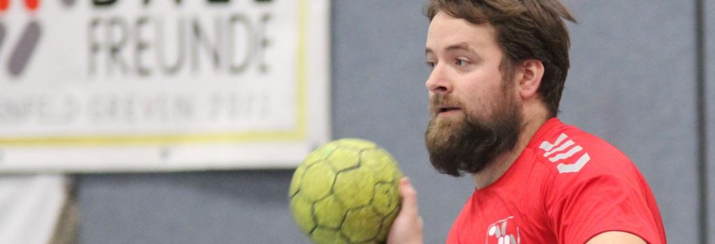 Das Verletzungspech hat die Handballfreunde im Griff. Christoph Wallroth war einer der angeschlagenen Akteure, die die Zähne zusammenbissen. (Foto: Heidrun Riese)