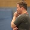 Co-Trainer Andy Storkebaum ist gespannt, wie sich die Mannschaft von ihm und Chefcoach Dennis Kötter in ihrem ersten Pflichtspiel der Saison schlägt. (Foto: Heidrun Riese)