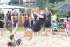 Da warten wieder einige spektakuläre Aktionen auf die Handballer, wenn Anfang Juli der Beachcup an der Ems stattfindet. (Foto: Heidrun Riese)